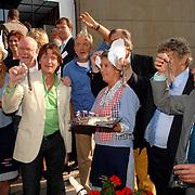 NLD/Amsterdam/20070606 - Wegener Haringparty Hilton 2007, Erik de Zwart, Lex Harding, Tony Eijk, Klaas Wilting genieten van de haring
