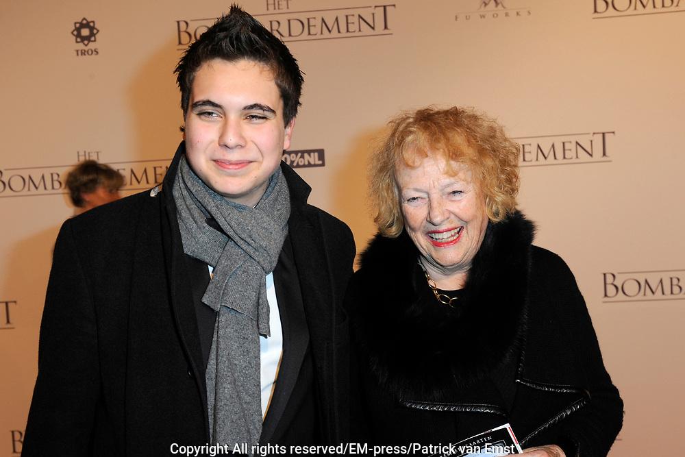 Galapremiere Het Bombardement in het nieuwe Luxor theater, Rotterdam.<br /> <br /> Op de foto:  Marjan Berk met haar kleinzoon