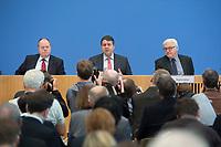 """15 MAY 2012, BERLIN/GERMANY:<br /> Peer Steinbrueck (L), SPD, Bundesminister a.D., Sigmar Gabriel (M), SPD Parteivorsitzender, Frank-Walter Steinmeier (R), SPD Fraktionsvorsitzender, Pressekonferenz zum Thema """" Der Weg aus der Krise – Wachstum und Beschäftigung in Europa"""", Bundespressekonferenz<br /> IMAGE: 20120515-01-023<br /> KEYWORDS: Peer Steinbrück"""