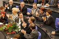 22 OCT 2002, BERLIN/GERMANY:<br /> Gerhard Schroeder (M), SPD, wirft seiner Frau auf der Zuschauertribuehne ein Kuesschen zu, waehrend die Ihn umgebenden SPD Fraktionsmitgliedern applaudieren, nachdem er die Wahl zum Bundeskanzler durch die Mitglieder des Bundestages gewonnen hat, Sitzung des Deutschen Bundestages zur Wahl des Bundeskanzlers, Plenum, Deutscher Bundestag<br /> IMAGE: 20021022-01-047<br /> KEYWORDS: Gerhard Schröder, applause, flowers, Beifall, Applaus