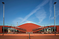 Kleurrijkste en meest gefotografeerde tennisbaan van Amsterdam. Architecten MVRDV