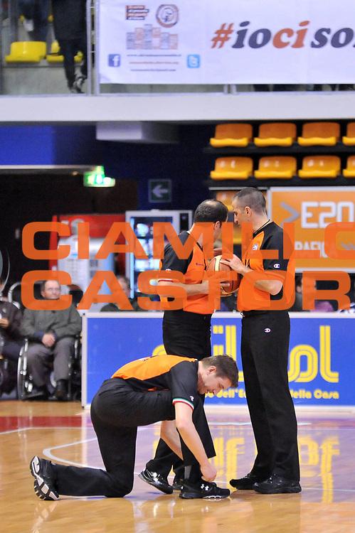 DESCRIZIONE : Biella Lega A 2012-13 Angelico Biella Acea Roma<br /> GIOCATORE : Davide Ramilli Roberto Begnis Tolga Sahin Arbitro<br /> CATEGORIA : Arbitro<br /> SQUADRA : Arbitro <br /> EVENTO : Campionato Lega A 2012-2013 <br /> GARA : Angelico Biella Acea Roma<br /> DATA : 28/04/2013<br /> SPORT : Pallacanestro <br /> AUTORE : Agenzia Ciamillo-Castoria/S.Ceretti<br /> Galleria : Lega Basket A 2012-2013  <br /> Fotonotizia : Biella Lega A 2012-13 Angelico Biella Acea Roma<br /> Predefinita :