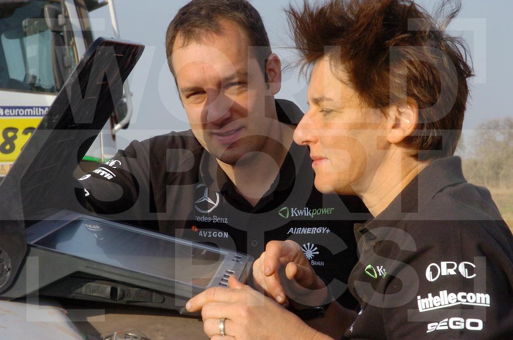 Rally Lissabon-Dakar 2006:..Markus Reiter und Ellen Lohr Rechner..fotografie frank uijlenbroek©2006 frank uijlenbroek..