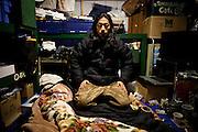 Ishinomaki  Chun Kawara  March 2012.Chun Kawara, rencontre au centre de refugies Minato Shogako, vit depuis plusieurs mois dans une maison qui a résisté au tsunami. Il la partage avec plusieurs personnes et me reçoit dans son lieu de vie. Anciennement artiste de renommée internationale, son activité actuelle est toujours orienté vers laide aux personnes.  Aussi, il trace actuellement une carte du littoral allant de la préfecture de Fukushima à Iwate où il note les passages routiers et piétons toujours praticables ainsi que les commerces qui sont toujours ouvert. Il vend des T-shirts quil dessine et dont les bénéfices sont reversés à la communauté.