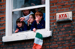 IRELAND DUBLIN 17MAR00 - Dublin residents observe the festivities from a window on St. Stephens Green during St. Patrick's Day celebrations...jre/Photo by Jiri Rezac..© Jiri Rezac 2000..Contact: +44 (0) 7050 110 417.Mobile:  +44 (0) 7801 337 683.Office:  +44 (0) 20 8968 9635..Email:   jiri@jirirezac.com.Web:     www.jirirezac.com..© All images Jiri Rezac 2000 - All rights reserved.