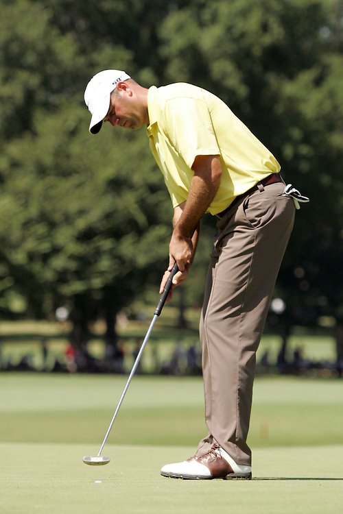09 August 2007: Stewart Cink makes a putt on the 3rd green during the first round of the 89th PGA Championship at Southern Hills Country Club in Tulsa, OK.