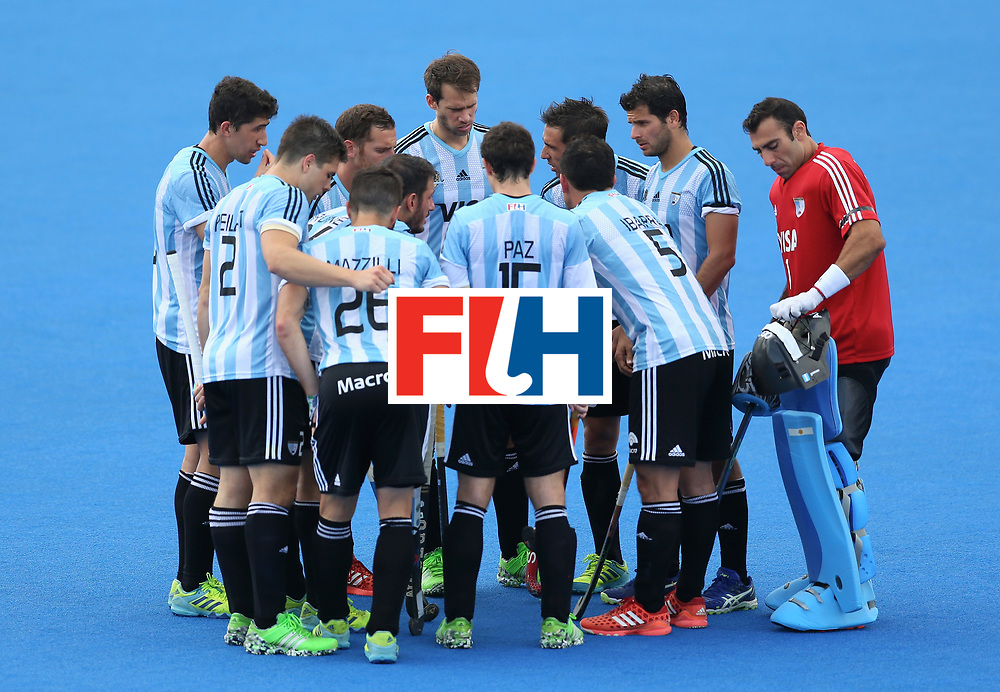 LONDON, ENGLAND - JUNE 24: The Argentina team huddle during the semi-final match between Argentina and Malaysia on day eight of the Hero Hockey World League Semi-Final at Lee Valley Hockey and Tennis Centre on June 24, 2017 in London, England. (Photo by Steve Bardens/Getty Images)