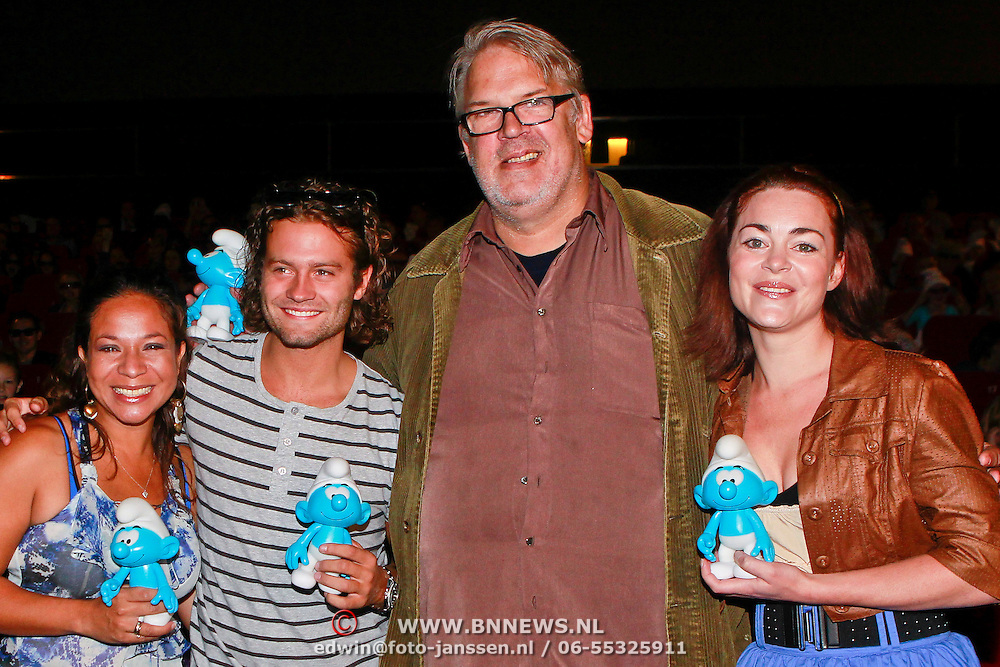 NLD/Amsterdam/20110731 - Premiere film De Smurfen, Nurlaila Karim, Sacha Visser, Jack Wouterse en Kim Lian van der Meij
