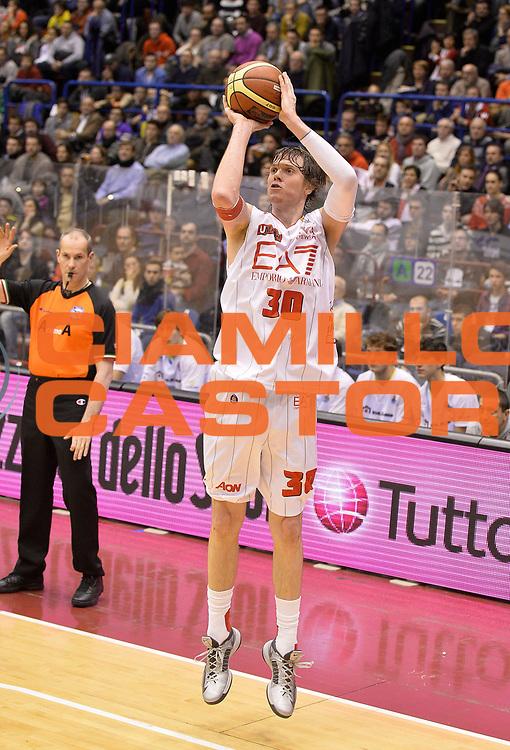 DESCRIZIONE : Milano campionato serie A 2013/14 EA7 Olimpia Milano Vanoli Cremona <br /> GIOCATORE : C.J. Wallace<br /> CATEGORIA : tiro three points<br /> SQUADRA : EA7 Olimpia Milano<br /> EVENTO : Campionato serie A 2013/14<br /> GARA : EA7 Olimpia Milano Vanoli Cremona<br /> DATA : 26/12/2013<br /> SPORT : Pallacanestro <br /> AUTORE : Agenzia Ciamillo-Castoria/R. Morgano<br /> Galleria : Lega Basket A 2013-2014  <br /> Fotonotizia : Milano campionato serie A 2013/14 EA7 Olimpia Milano Vanoli Cremona<br /> Predefinita :