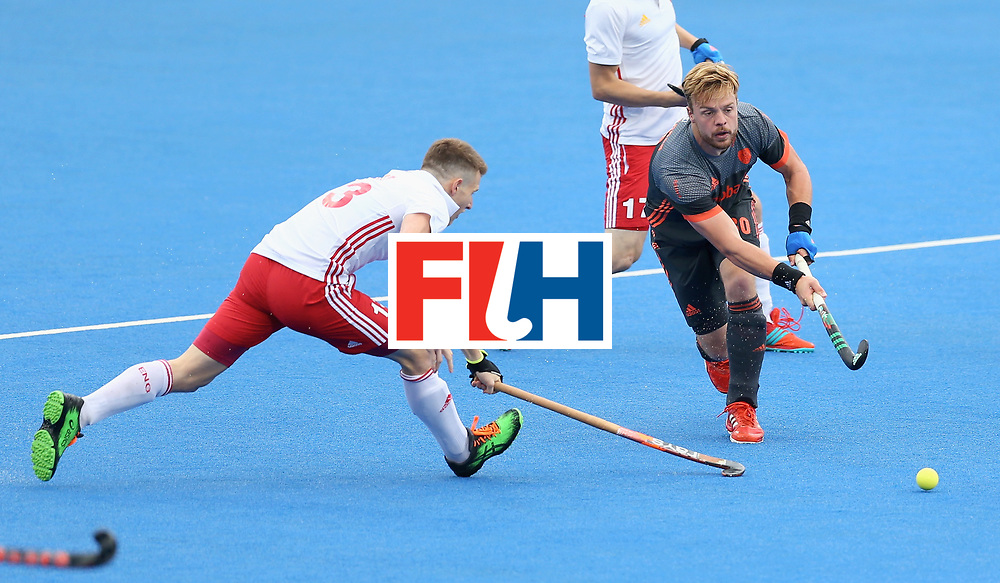 LONDON, ENGLAND - JUNE 24: Mink van der Weerden of the Netherlands passes under pressure from Sam Ward of England during the semi-final match between England and the Netherlands on day eight of the Hero Hockey World League Semi-Final at Lee Valley Hockey and Tennis Centre on June 24, 2017 in London, England. (Photo by Steve Bardens/Getty Images)