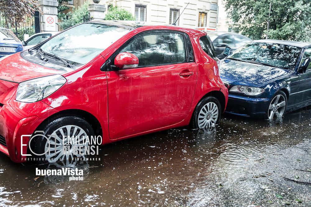 Roma, Italia, 16/09/2016<br /> Un nubifragio nella Capitale paralizza la citt&agrave;. Numerosi allagamenti e traffico in tilt.<br /> <br /> Rome, Italy, 16/09/2016<br /> A cloudburst in the Capital paralyzes the city. Several flooding and traffic has gone haywire.
