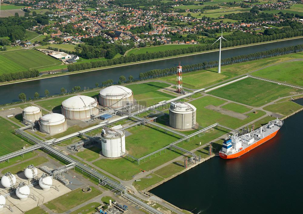 BASF terminal aan kanaaldok B3 met tanker Knokke