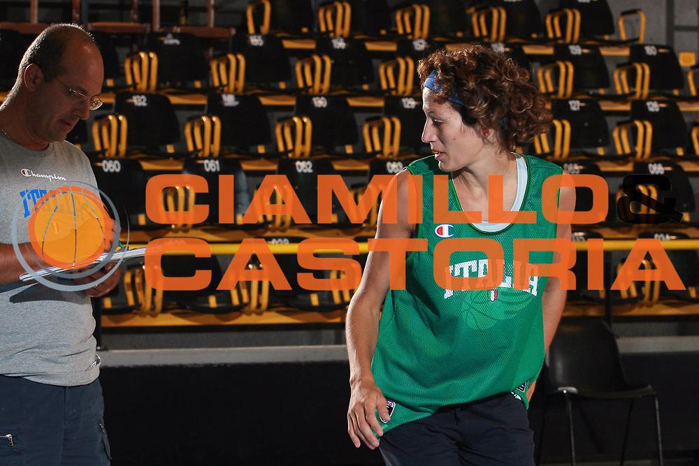 DESCRIZIONE : Bormio Raduno Nazionale Italiana Femminile<br /> GIOCATORE : Renato Nani Simona Ballardini Curiosita<br /> SQUADRA : Nazionale Italia Donne<br /> EVENTO : Raduno Nazionale Italiana Femminile<br /> GARA : <br /> DATA : 11/07/2008 <br /> CATEGORIA : Riscaldamento Curiosita<br /> SPORT : Pallacanestro <br /> AUTORE : Agenzia Ciamillo-Castoria/S.Ceretti
