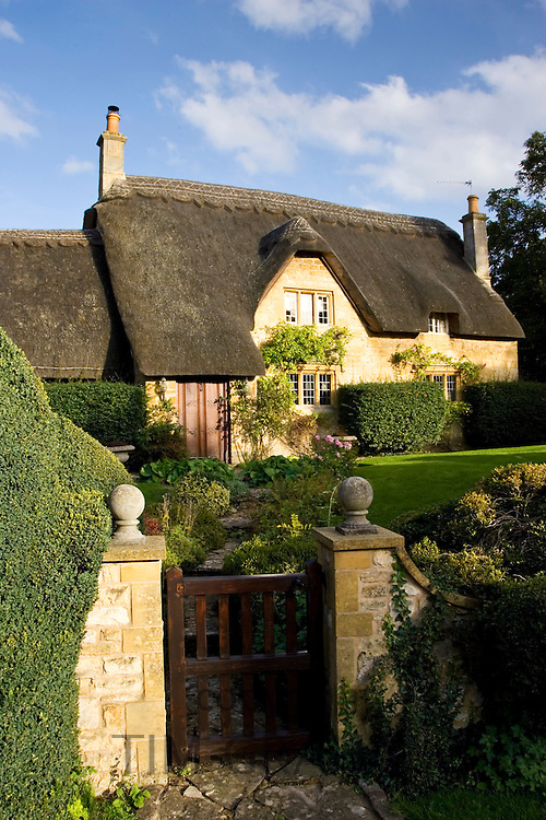 Thatched cottage in Chipping Campden, The Cotswolds, Gloucestershire, United Kingdom