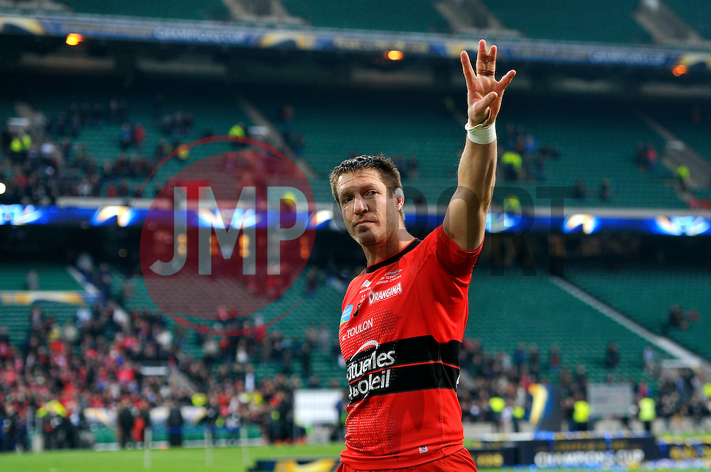 Bakkies Botha of Toulon waves to the crowd after the match - Photo mandatory by-line: Patrick Khachfe/JMP - Mobile: 07966 386802 02/05/2015 - SPORT - RUGBY UNION - London - Twickenham Stadium - ASM Clermont Auvergne v RC Toulon - European Rugby Champions Cup Final