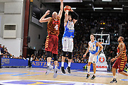 DESCRIZIONE : Campionato 2015/16 Serie A Beko Dinamo Banco di Sardegna Sassari - Umana Reyer Venezia<br /> GIOCATORE : Joe Alexander<br /> CATEGORIA : Tiro Tre Punti Three Point<br /> SQUADRA : Dinamo Banco di Sardegna Sassari<br /> EVENTO : LegaBasket Serie A Beko 2015/2016<br /> GARA : Dinamo Banco di Sardegna Sassari - Umana Reyer Venezia<br /> DATA : 01/11/2015<br /> SPORT : Pallacanestro <br /> AUTORE : Agenzia Ciamillo-Castoria/C.Atzori