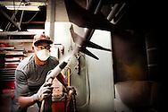ROTTERDAM - wajongers-verhaal, wajongers aan het werk bij bedrijf lens. COPYRIGHT ROBIN UTRECHT