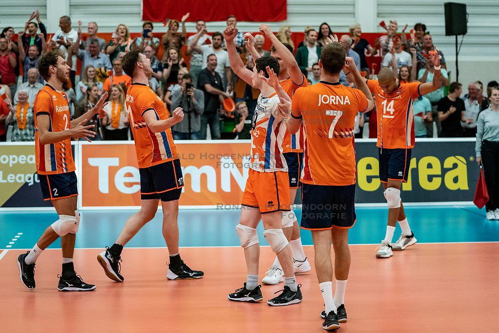 09-06-2019 NED: Golden League Netherlands - Spain, Koog aan de Zaan<br /> Fourth match poule B - The Dutch beat Spain again in five sets in the European Golden League / Netherlands celebrate