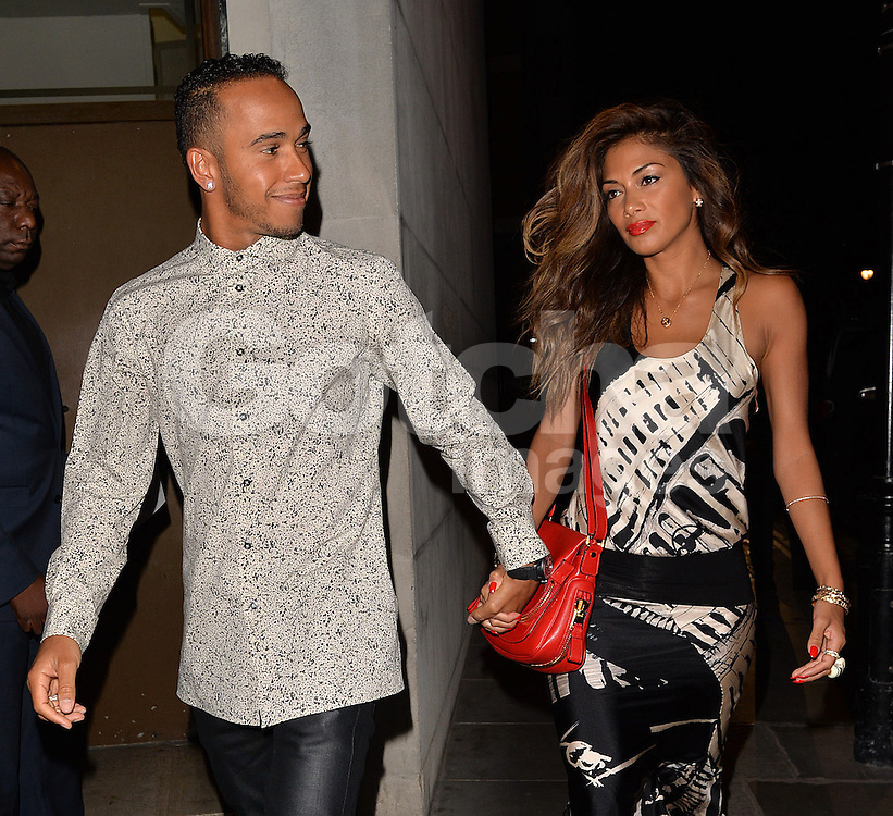 Singer Nicole Scherzinger and boyfriend, Formula 1 driver Lewis Hamilton looking very much in love as they walk hand in hand arriving at the Zuma restaurant for dinner in Knightsbridge to celebrate their 6 year on off relationship. London. UK. 31/05/2014 <br />