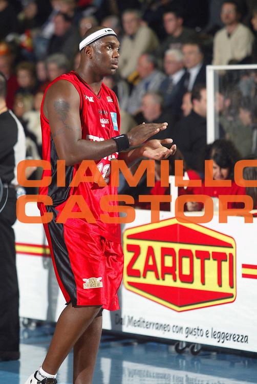 DESCRIZIONE : Faenza Lega A2 2005-06 Zarotti Imola Edimes Pavia <br /> GIOCATORE : Damiao <br /> SQUADRA : Edimes Pavia <br /> EVENTO : Campionato Lega A2 2005-2006 <br /> GARA : Zarotti Imola Edimes Pavia <br /> DATA : 22/01/2006 <br /> CATEGORIA : Esultanza <br /> SPORT : Pallacanestro <br /> AUTORE : Agenzia Ciamillo-Castoria/M.Marchi