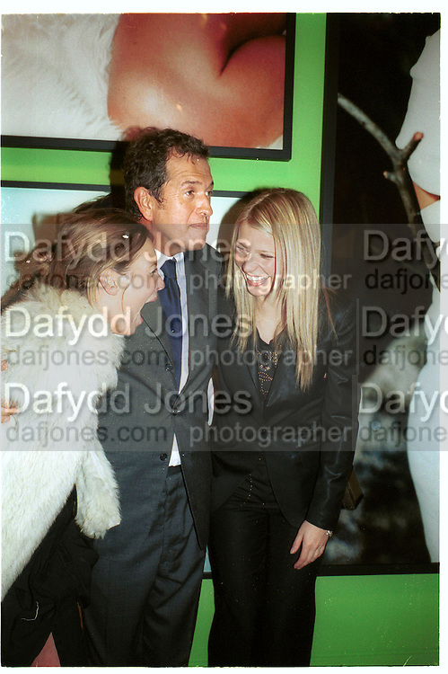 Kate Moss, Mario Testino and Gyneth Paltrow. . Mario Testino portraits. National Portrait Gallery. 29/1/02 © Copyright Photograph by Dafydd Jones 66 Stockwell Park Rd. London SW9 0DA Tel 020 7733 0108 www.dafjones.com