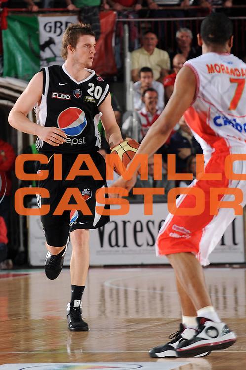 DESCRIZIONE : Varese Lega A 2009-10 Cimberio Varese Pepsi Caserta<br /> GIOCATORE : Aaron Doornekamp<br /> SQUADRA : Pepsi Caserta<br /> EVENTO : Campionato Lega A 2009-2010 <br /> GARA :  Cimberio Varese Pepsi Caserta<br /> DATA : 25/04/2010<br /> CATEGORIA : Palleggio<br /> SPORT : Pallacanestro <br /> AUTORE : Agenzia Ciamillo-Castoria/A.Dealberto<br /> Galleria : Lega Basket A 2009-2010 <br /> Fotonotizia : Varese Campionato Italiano Lega A 2009-2010 Cimberio Varese Pepsi Caserta<br /> Predefinita :