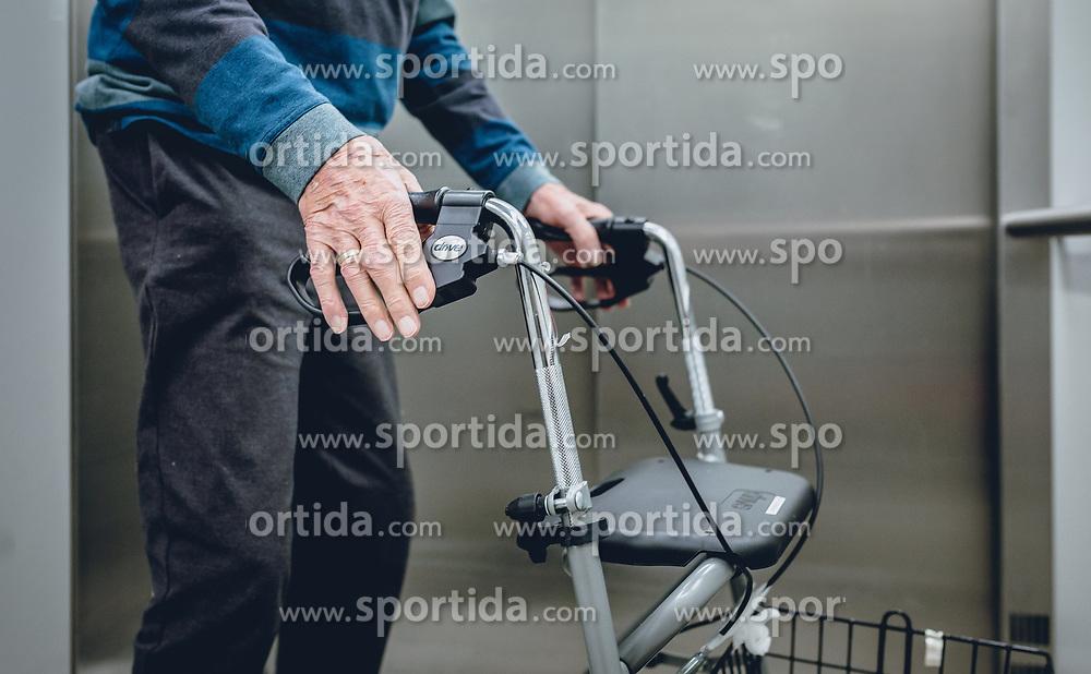 THEMENBILD - ein alter Mann steht, am Rollator gestützt, in einem Aufzug, aufgenommen am 12. Februar 2020 in Kaprun, Oesterreich // an old man stands, propped up on a walker, in an elevator, in Kaprun, Austria on 2020/02/12. EXPA Pictures © 2020, PhotoCredit: EXPA/Stefanie Oberhauser