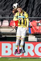 NIJMEGEN - NEC - Vitesse , Voetbal , Eredivisie , Seizoen 2016/2017 , Stadion de Goffert , 23-10-2016 , Vitesse speler Isaiah Izzy Brown (r) in duel met NEC Nijmegen keeper Andre Fomitschow (l)