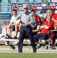 CHORZOW 01/06/2008.POLAND v DENMARK.INTERNATIONAL FRIENDLY.POLAND MANAGER LEO BEENHAKKER REACTS DURING THE MATCH ..FOT. PIOTR HAWALEJ / WROFOTO
