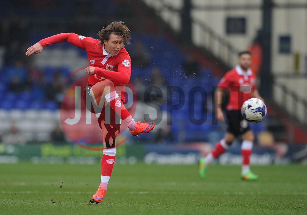 Bristol City's Luke Freeman - Photo mandatory by-line: Dougie Allward/JMP - Mobile: 07966 386802 - 03/04/2015 - SPORT - Football - Oldham - Boundary Park - Bristol City v Oldham Athletic - Sky Bet League One