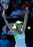 Australian Open 2012, Melbourne Park,ITF Grand Slam Tennis Tournament, Maria Sharapova (RUS) streckt die Arme hoch und jubelt nachh ihrem Sieg,.Jubel, Emotion, Matchball,Einzelbild,Halbkoerper,Hochformat,