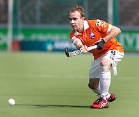 AMSTELVEEN - HOCKEY-  Matthew Swann van Bl'daal tijdens de hoofdklasse hockeywedstrijd tussen de mannen van Amsterdam en Bloemendaal (2-3). FOTO KOEN SUYK