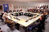 """11 MAR 2005, BERLIN/GERMANY:<br /> Wolfgang Thierse, SPD, Bundestagspraesident, und Manfred Stolpe, SPD, Bundesverkehrsminister, sowie Kuenstler und Vertreter der bildenden Kunst, 4. Kulturwerkstatt des Gespraechskreises Kultur und Politik des Forum Ostdeutschland der Sozialdemokratie e.V. zum Thema """"Zwischen Überlebenskunst und kuenstlerischem Erfolg - Zur Lage der Bildenden Kunst (nicht nur) in Ostdeutschland"""", Willy-Brandt-Haus<br /> IMAGE: 20050311-01-072<br /> KEYWORDS: Übersicht, Uebersicht"""