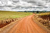 Estrada entre as cidades de Cunhataí e Cunha Porã. Cunhataí, Santa Catarina, Brasil. / <br /> Unsealed road between the cities of Cunhataí and Cunha Porã. Cunhataí, Santa Catarina, Brazil.