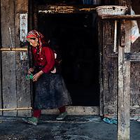 HSSU 20150409 TNLA kapinallisryhmä Shanin osavaltiossa, Myanmar. Viljelijä poistumassa kodistaan. Kuva: Benjamin Suomela