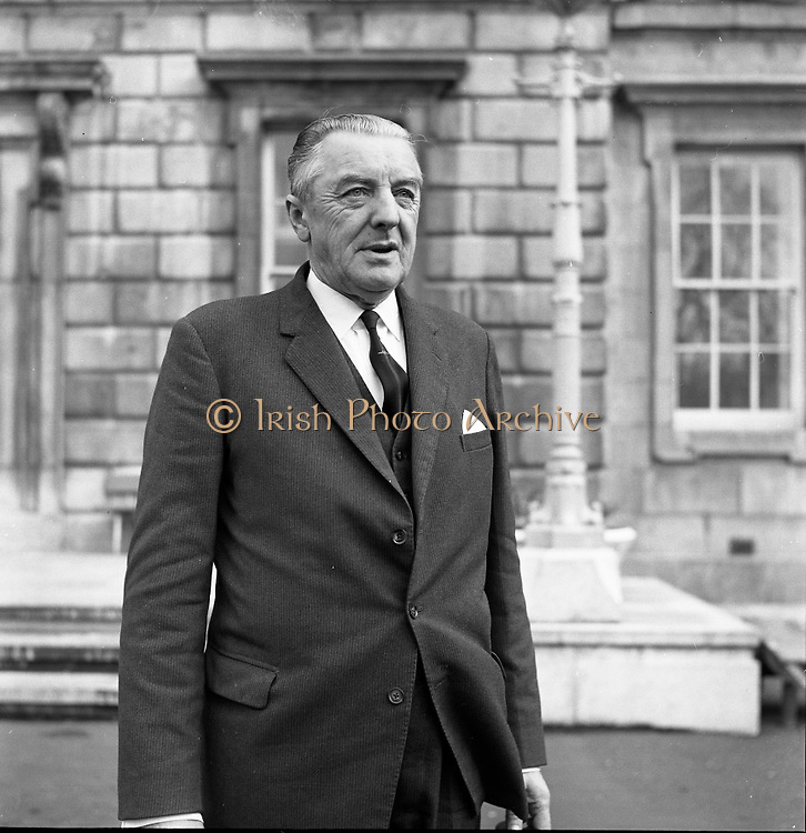 New Dáil Deputies arrive at Leinster House. Cormac Breslin, new Dáil Ceann Comhairle 14th November 1967