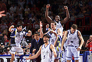 Francia 02/07/1999<br /> Campionati Europei di Basket Francia 1999<br /> Italia-Jugoslavia<br /> Davide Bonora Boscia Tanjevic Gianluca Basile Dennis Marconato Marcelo Damiao Alessandro De Pol esultano in panchina