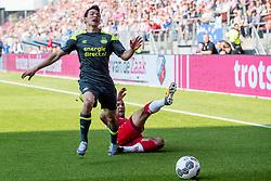 24-09-2017 NED: FC Utrecht - PSV, Utrecht<br /> Hirving Lozano #11 of PSV, Sean Klaiber #17 of FC Utrecht