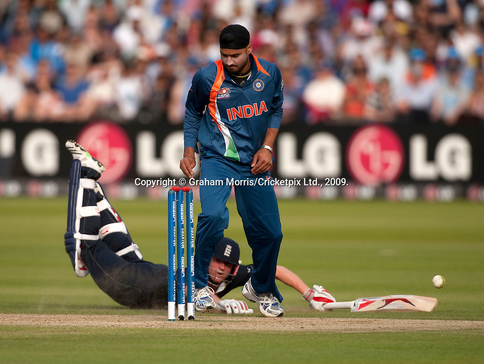 Harbhajan Singh fails to run out Paul Collingwood during the ICC World Twenty20 Cup match between India and England at Lord's. Photo © Graham Morris (Tel: +44(0)20 8969 4192 Email: sales@cricketpix.com)