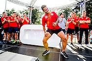 Willem II Open dag - Koningsdag 2015 - Supporters, spelerspresentatie, handtekeningen, actracties, kinderen, jonge supporters, springkussens<br /> <br /> Bruno Andrade van Willem II doet een Braziliaanse sambadans<br /> <br /> foto: Geert van Erven