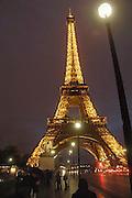 Frankrijk, Parijs, 28-3-2010De Eiffeltoren bij avond. Exterieur.Foto: Flip Franssen/Hollandse Hoogte