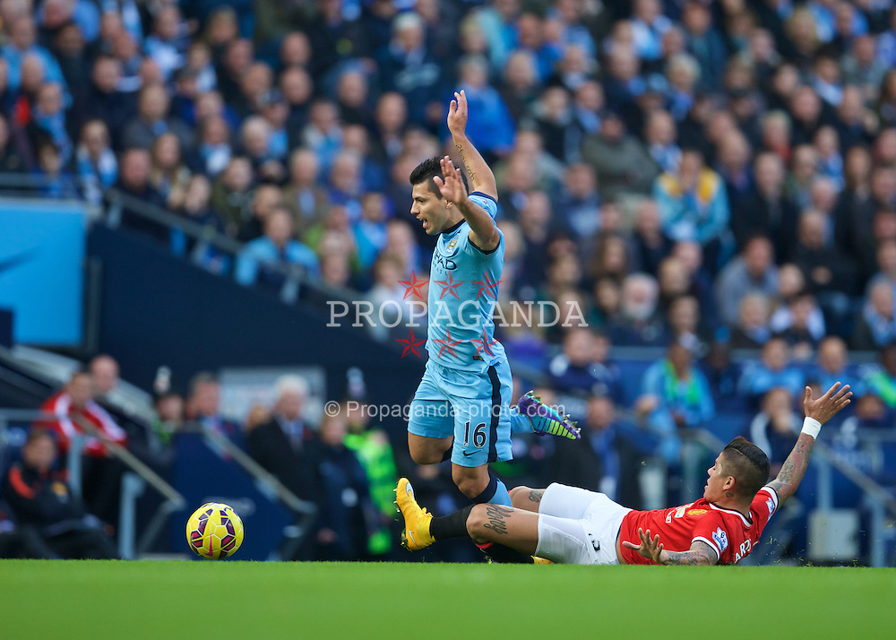MANCHESTER, ENGLAND - Sunday, November 2, 2014: Manchester City's Sergio Aguero and Manchester United's Marcos Rojo during the Premier League match at the City of Manchester Stadium. (Pic by David Rawcliffe/Propaganda)