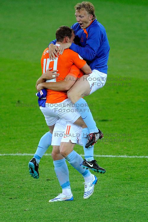 13-06-2008 VOETBAL: EURO 2008 NEDERLAND - FRANKRIJK: BERN <br /> Nederland wint met 4-1 van Frankrijk en plaatst zich als groepswinnaar voor de volgende ronde / Wesley Sneijder, Arjen Robben, Dirk Kuyt <br /> &copy;2008-WWW.FOTOHOOGENDOORN.NL