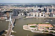 Nederland, Zuid-Holland, Rotterdam, 08-09-2006;  ; stadsgezicht met links de Erasmusbrug en rechts het Noordereiland in de Nieuwe Maas; aan overzijde van de rivier de binnenstad met hoogbouw; highrise, wolkenkrabbers, skyscapers, skyline, verstedelijking, cityvorming, urbanisatie; luchtfoto (toeslag); aerial photo (additional fee required); .foto Siebe Swart / photo Siebe Swart
