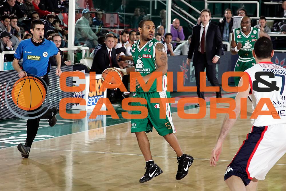 DESCRIZIONE : Avellino Final 8 Coppa Italia 2010 Semifinale Montepaschi Siena Angelico Biella<br /> GIOCATORE : Terrel Mc Intyre<br /> SQUADRA : Montepaschi Siena<br /> EVENTO : Final 8 Coppa Italia 2010 <br /> GARA : Montepaschi Siena Angelico Biella<br /> DATA : 20/02/2010<br /> CATEGORIA : palleggio<br /> SPORT : Pallacanestro <br /> AUTORE : Agenzia Ciamillo-Castoria/A.De Lise<br /> Galleria : Lega Basket A 2009-2010 <br /> Fotonotizia : Avellino Final 8 Coppa Italia 2010 Semifinale Montepaschi Siena Angelico Biella<br /> Predefinita :