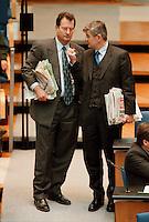 12.11.1998, Deutschland/Bonn:<br /> Klaus Kinkel, FDP, Bundesaußenminister a.D., und Joschka Fischer, B9o/Grüne, Bundesaußenminister, während der Aussprache zur ersten Regierungserklärung von GerhardSchröder, Bundestag, Bonn<br /> IMAGE: 19981112-01/03-05