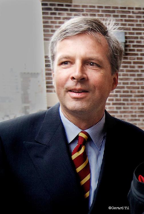 Nederland,Haarlem,30-06-2010 Jan van Vlijmen (L) verdachte in Klimop vastgoed zaak arriveert bij de rechtbank. FOTO & COPYRIGHT Gerard Til, Utrecht