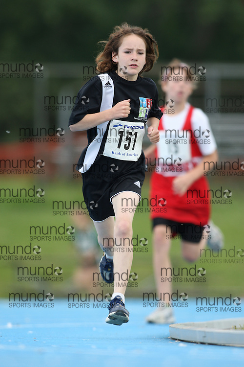 (Ottawa, Ontario---20/06/09)   Kaitlyn Jones competing in the 800m at the 2009 Bank of America All-Champions Elementary School Track and Field Championship. www.mundosportimages.com / www.msievents.