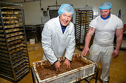 Pictured: Willie Rennie and Assistant Bakeryt manager Mickey Wilson<br />