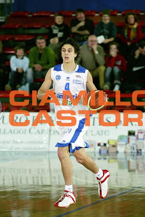 DESCRIZIONE : Montecatini Lega A2 2005-06 Agricola Gloria RB Montecatini Terme Cimberio Aironi Baslet Novara<br /> GIOCATORE : Vico<br /> SQUADRA : Cimberio Aironi Baslet Novara<br /> EVENTO : Campionato Lega A2 2005-2006<br /> GARA : Agricola Gloria RB Montecatini Terme Cimberio Aironi Baslet Novara<br /> DATA : 15/01/2006<br /> CATEGORIA : Palleggio<br /> SPORT : Pallacanestro<br /> AUTORE : Agenzia Ciamillo-Castoria/Stefano D'Errico